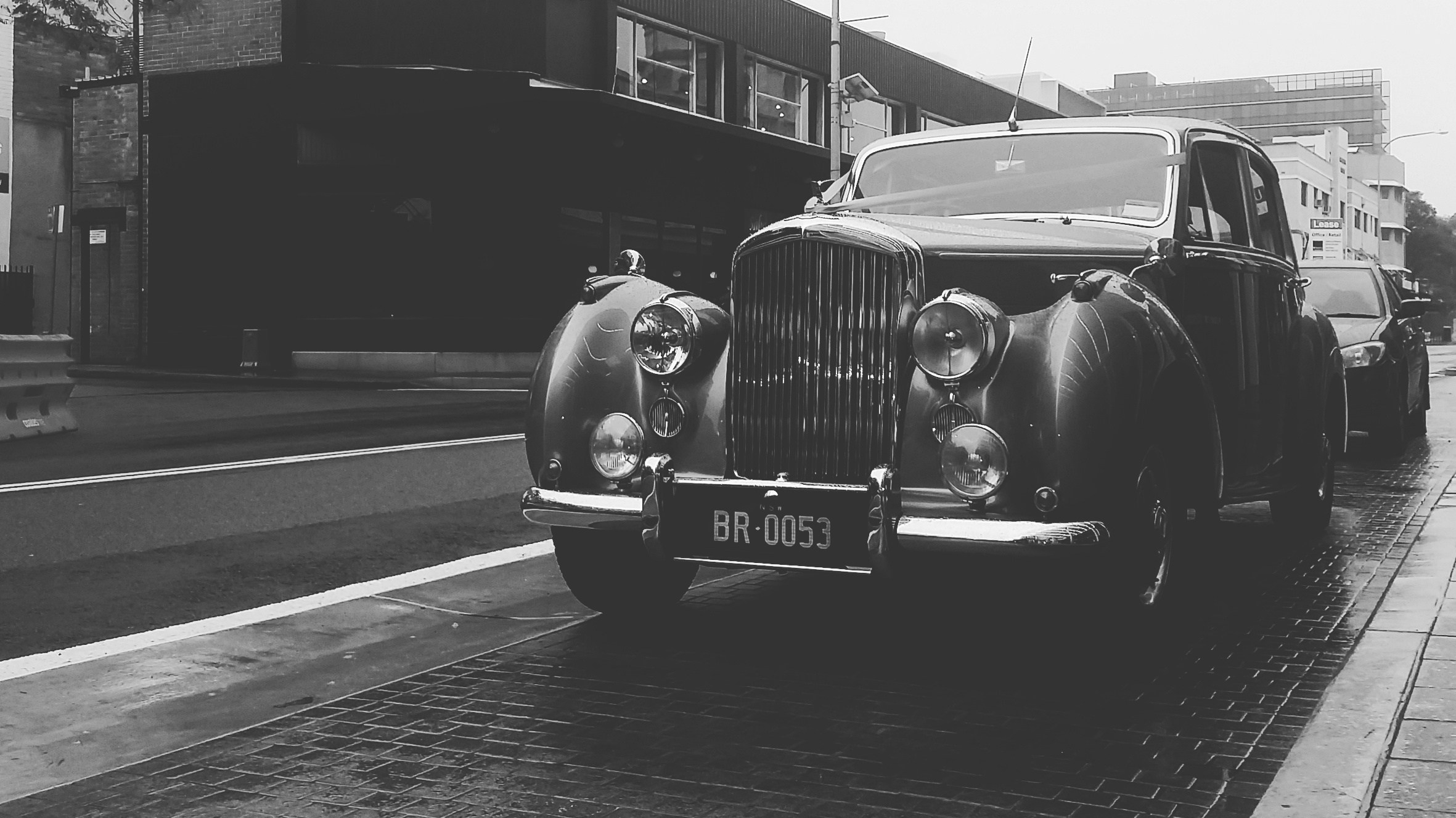 Sydney wedding photographer rolls royce black and white